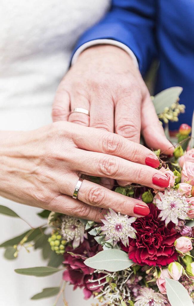 Aufnahme der Eheringe an den Händen